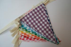 vlaggenlijn regenboog ruitjes stapel