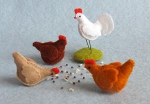 Drie-kippen-en-een-haan-300x208